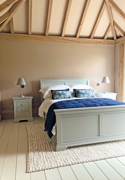 Oak framed bedroom in annexe building